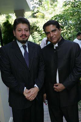 El presidente de la fundación juinto a Deepak Chopra, para un evento que la fundación organizó y promovió en el marco de los valores, en el año 2006.